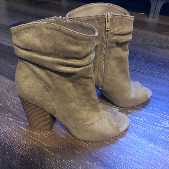 Indigo Rd. Women's Ispark Ankle Bootie Taupe